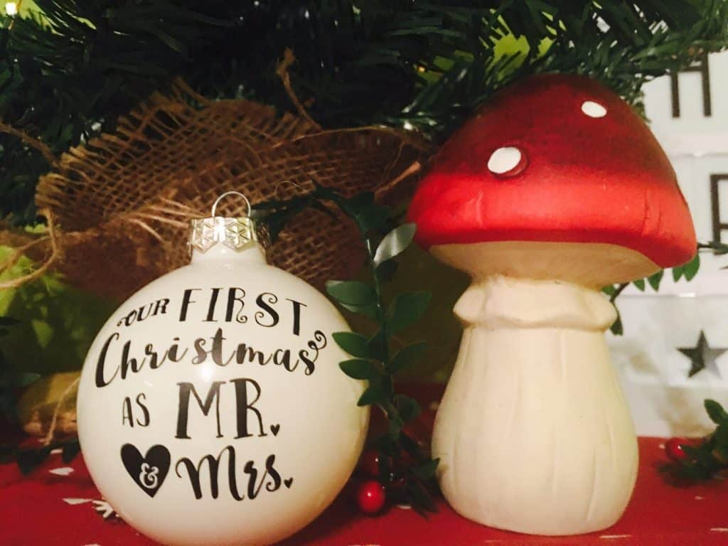christmas-ornament-mr-mrs-diy-free