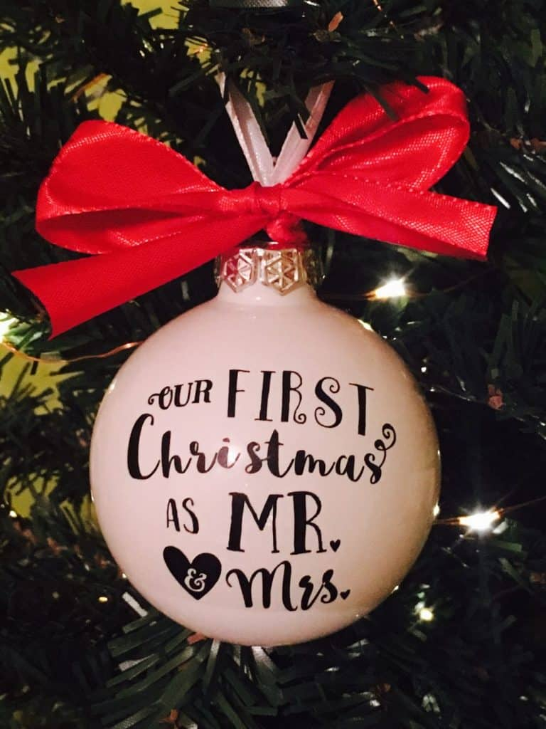 DIY Mr & Mrs first Christmas ornament with vinyl - Free ...