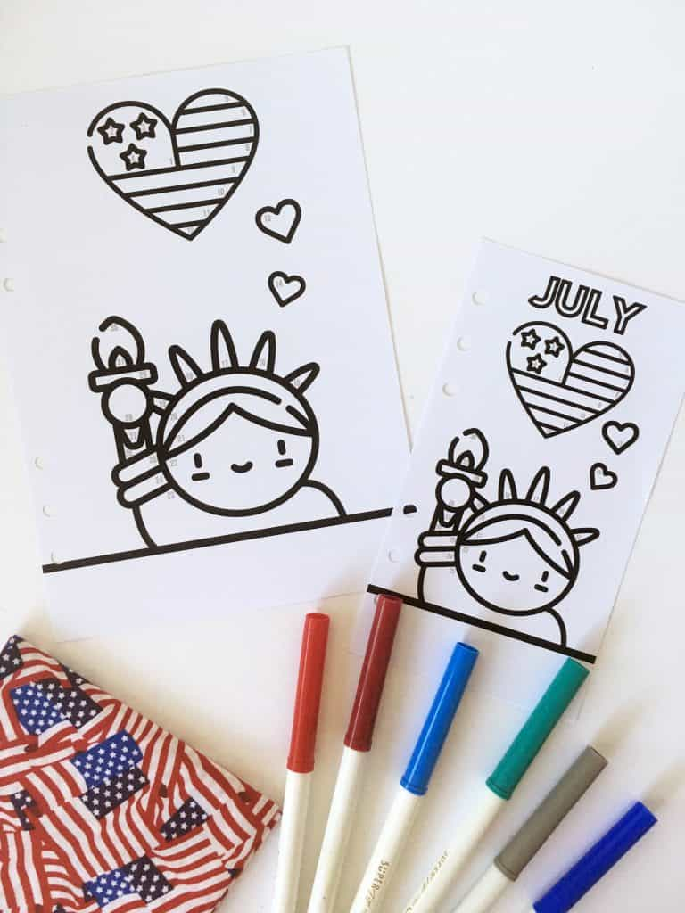 FREE Printable 4th of july / Patriotic Bullet Journal Tracker with color code to track your mood or any of your habit each month. Add this kawaii printable in your planner (A5 and Personal) and see our explanations on how to use this tracker! #bulletjournal #planner #plannerprintable #freeplannerprintable #bujo #moodtracker #lovelyplanner