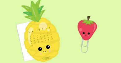 Free Printable Pineapple Calendar divider and Strawberry paperclip to decorate your planner this summer! Kawaii elements to add a fun tutti frutti touch.