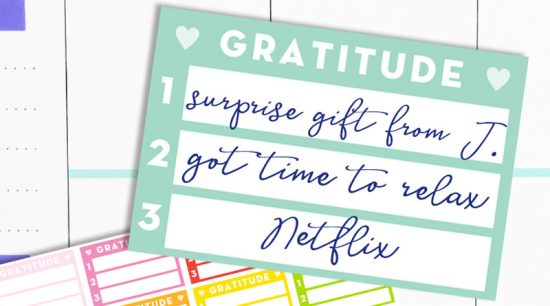 Free Printable daily gratitude planner stickers : list 3 things you're grateful for everyday. #gratitude #planner #freeprintable #printable #planner #lovelyplanner