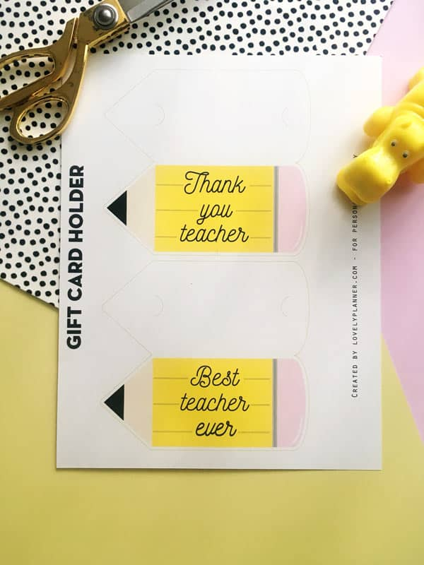 Free Printable Teacher Appreciation Gift Card Holder: print this adorable pencil shaped gift card holderis an easy teacher gift idea. #freeprintable #giftcard #teacherappreciation #diy #gift #printable #lovelyplanner