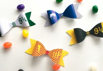 Free Printable DIY Harry Potter Paper Bows to create a wizard costume accessory, decorate your Harry Potter party or decorate a wrapped gift package. #harrypotter #DIY #papercraft #paperbow #party #kidscrafts #lovelyplanner